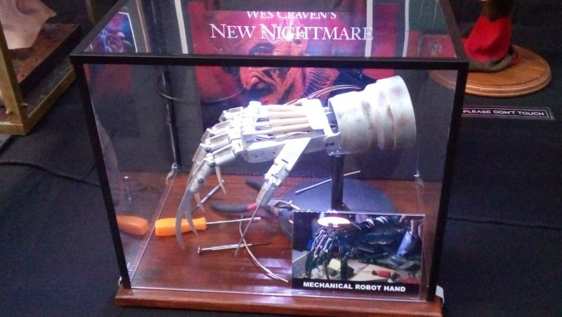 Mechanical robot hand uit New Nightmare