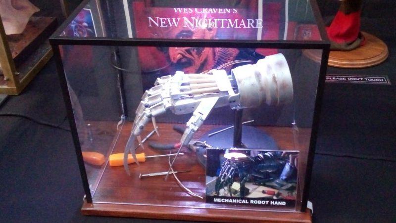 Mechanical robot hand uit New Nightmare